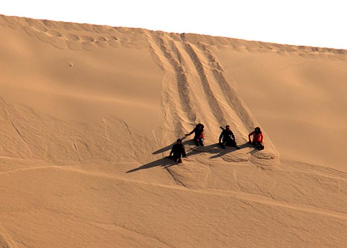sand boerding in maranjab desert-