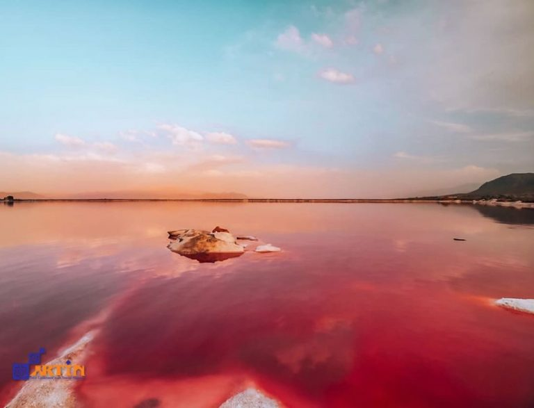 Maharloo pink lake Persia tourist attraction