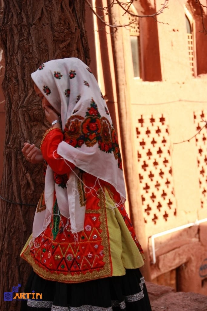 traditional clothes of Isfahan women Persian clothes