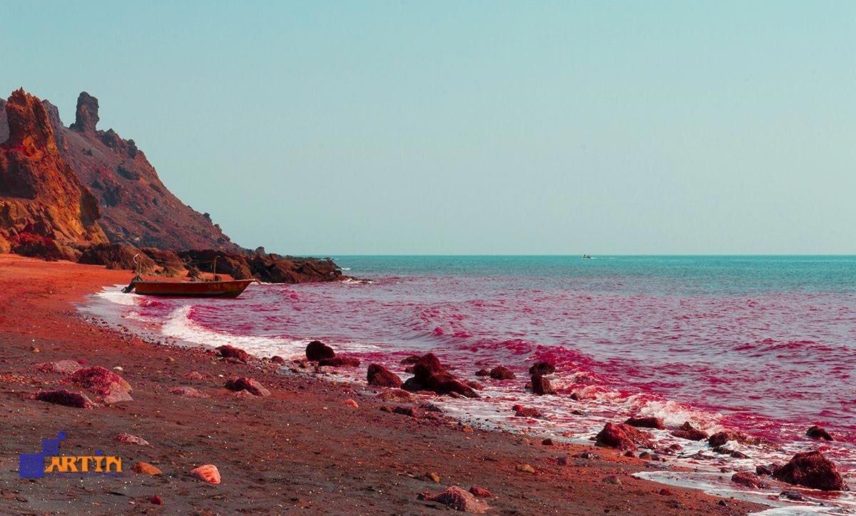 Hormuz island red shore